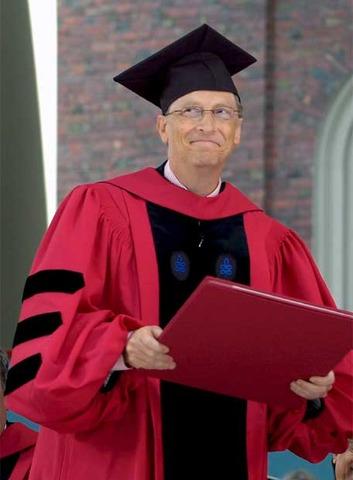 Gates se gradua de Hardvard
