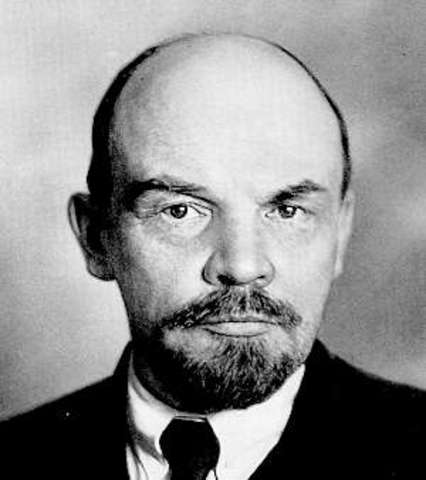 Lenin shipped by Germans to Russia