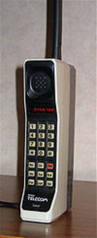 The worlds first 1G cell phone
