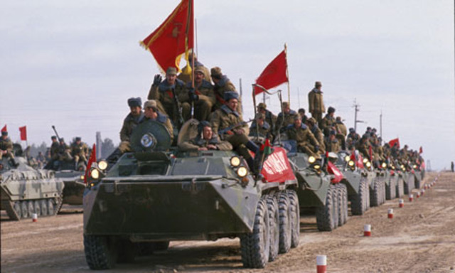 Soviet troops withdraw from Afghanistan