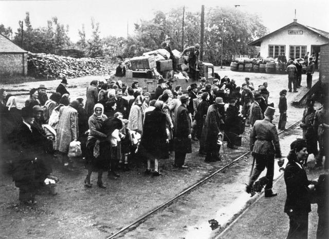 (Continuned) Hungarian Jews sent to Auschwitz