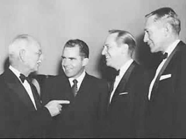 Nixon announces dismissal of Dean