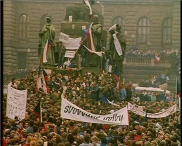 Communist governments fall in Czechoslovakia, Bulgaria, and Rumania; Soviet empire ends