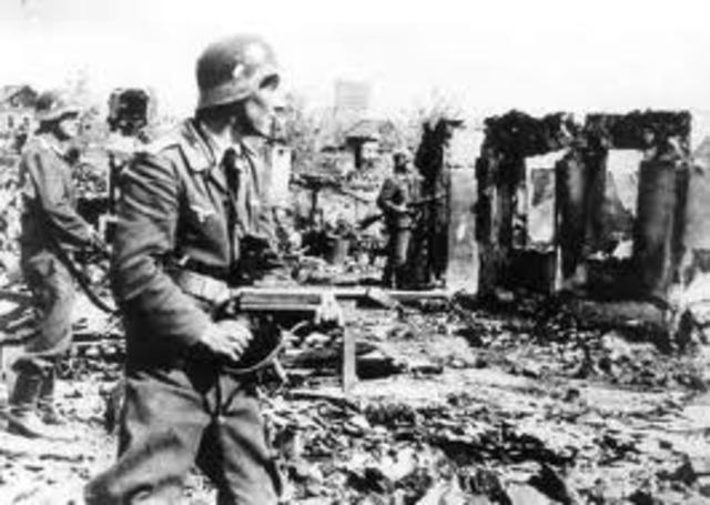 German Army advances into Stalingrad.