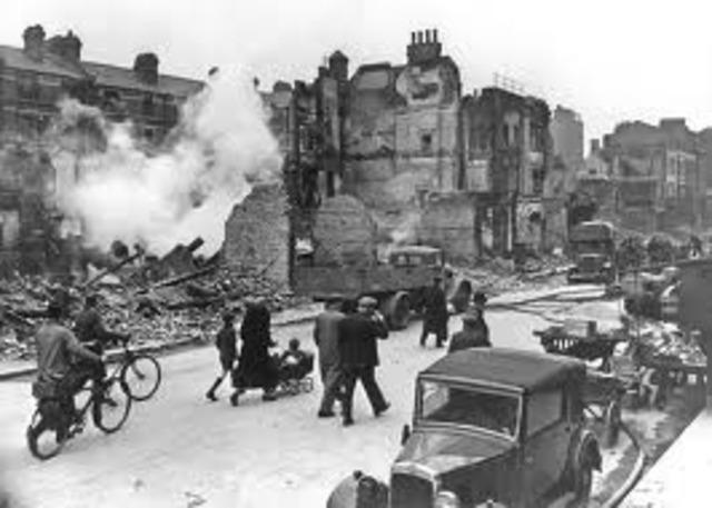 Heavy German bombing of London; British bomb Hamburg