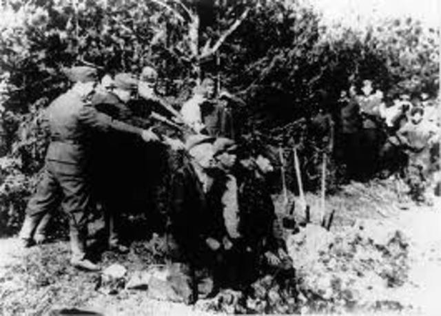 Nazi SS-Einsatzgruppen begin mass murder.