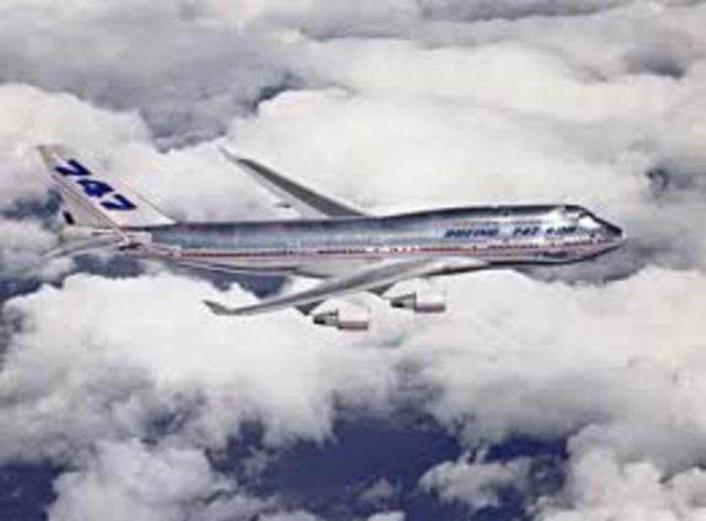 Boeing 747 replaces 707
