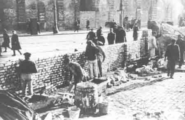 The Warsaw Ghetto is Sealed Off