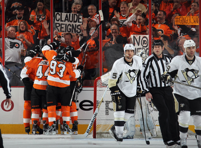 Giroux records 6 points in Flyers win