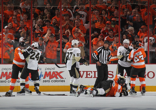 Flyers top Penguins in heated Game 3