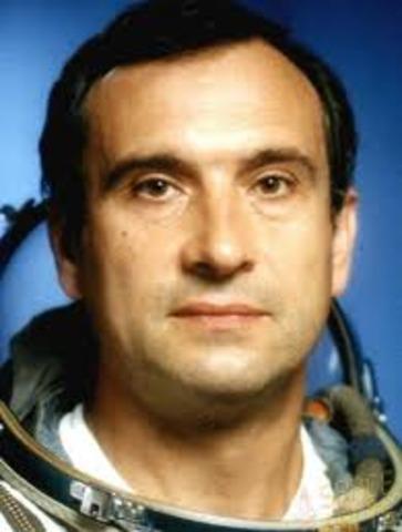 Cosmonaut Valeriy Polyakov returns to Earth