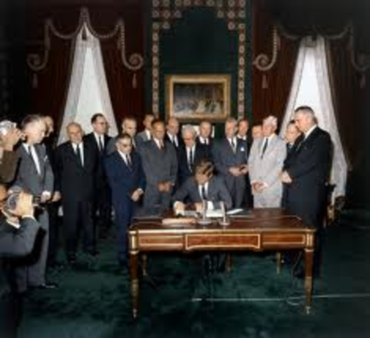Vietnam and U.S. sign treaty