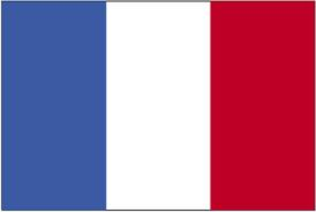 Le chef viking Rollon obtient des terres des Francs et fonde la Normandie en France.