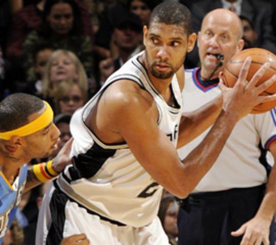 En el año mil novecientos y noventa siete Tim ducan fue elegido por los San Antonio Spurs como el número uno del proyecto.