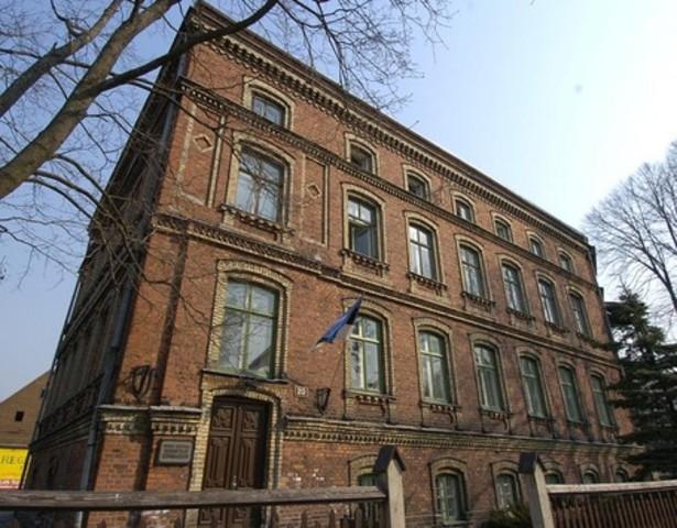 Vahetasin kooli, läksin Pärnu Sütevaka Humanitaargümnaasiumisse.