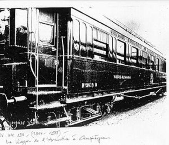 Petain firma el armisticio con Alemania