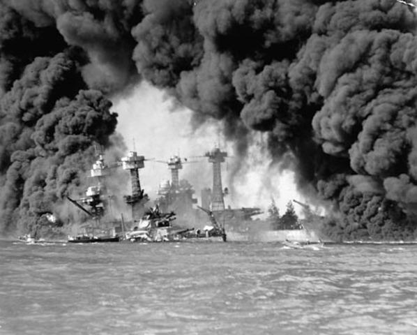 Japón ataca Pearl Harbour