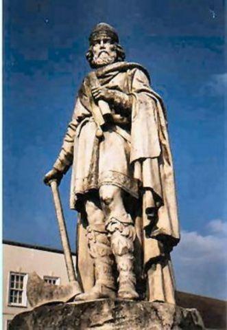 Alfred cede une partie du territoire Anglais aux Danois.