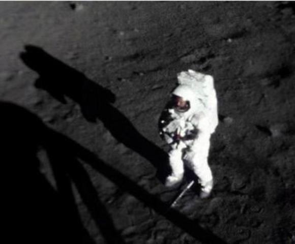Neil Armstrong llega a la Luna