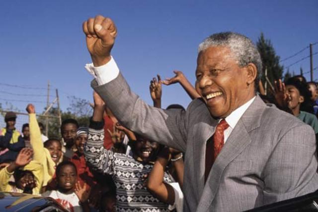 Nelson Mandela es liberado