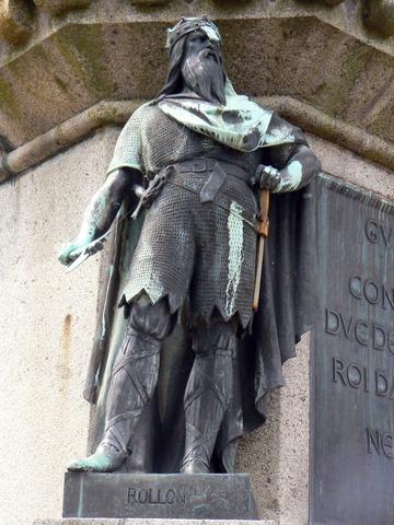 Le chef viking Rollon obtient des terres des France et fonde la Normandie en France