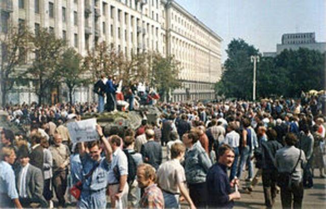 1991 Fracaso de un golpe de estado comunista en la URSS.