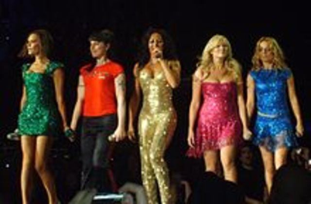 "Le Spice Girls a éxecuter ""spice your life"" en la MTV Europe Music Awards."