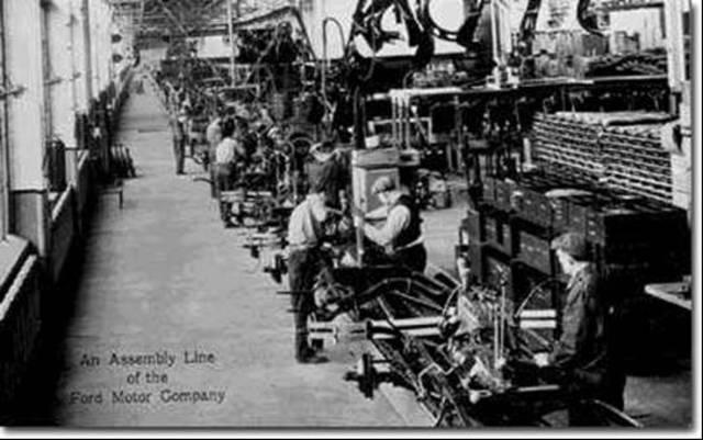Henry Ford creador de la linea de ensamblaje