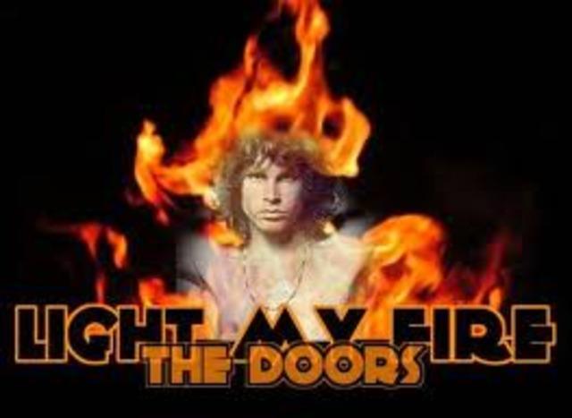 Light my fire par le Doors est sorti en août, 1966.