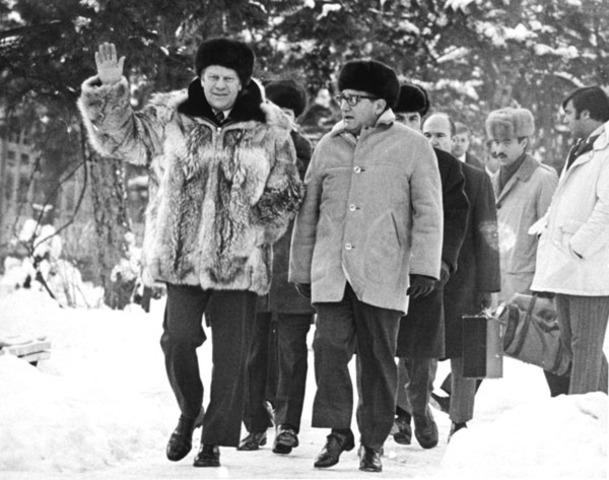 Kissinger meets Brezhnev