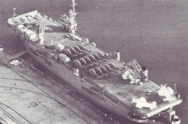"US Aircraft Carrier ""Core"" Arrives"