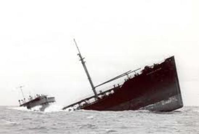 Alemania inicia la guerra submarina contra barcos mercantes