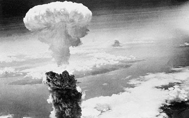 Bombardeo  atómico en Halbania y Nagasaki