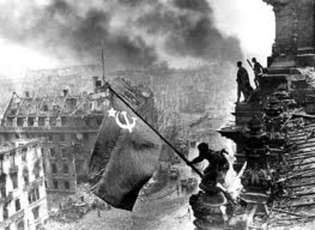 Invasión soviética en Berlín, caída de Alemania.