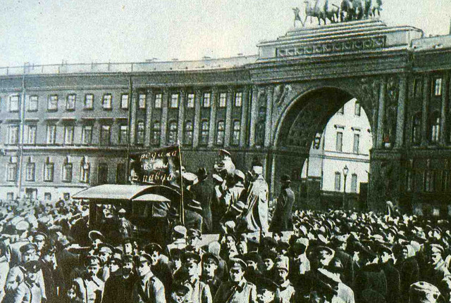 The Whites advance on Petrograd (St. Petersburg)