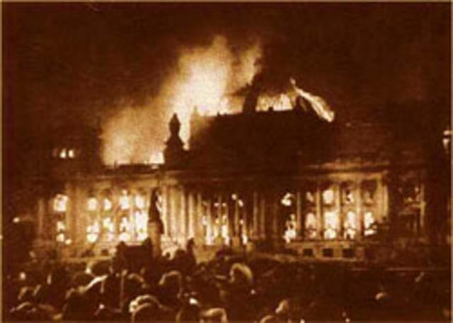 Nazis burn Reichstag building