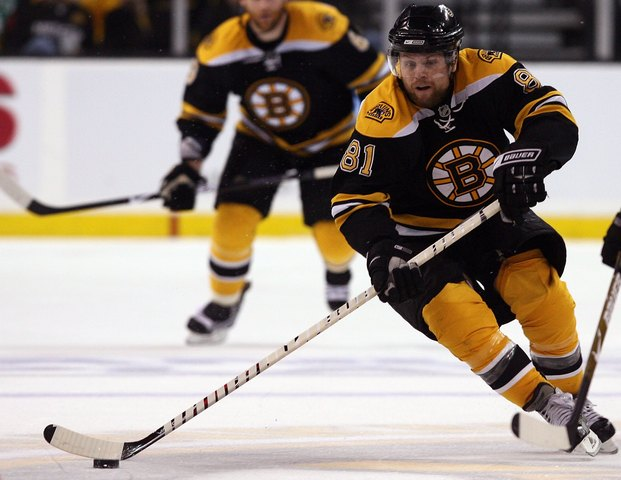 Leafs trade for Kessel, sign him to contract