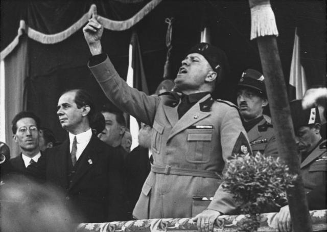 Mussolini Jefe del Gobierno.