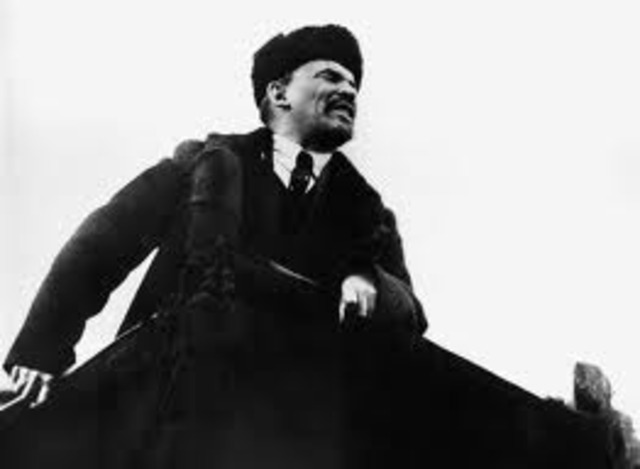 Lenin llega a Petrogrado