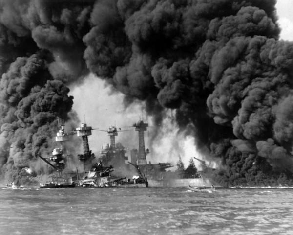 Ataque de Japón a Pearl Harbour.