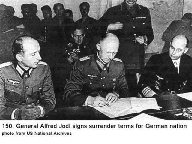 Rendición incondicional de Alemania.
