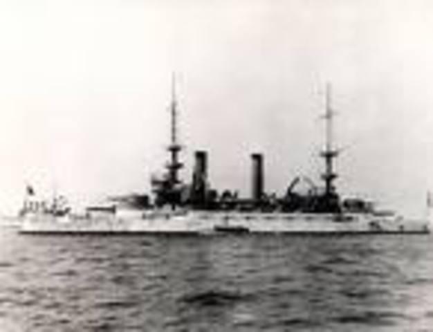 Roosevelt sends Great White Fleet Across the World