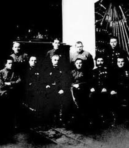 Creación de un Comité Militar-Revolucionario