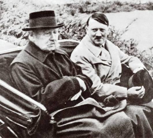 Presidente alemán Hindenburg nombró canciller a Hitler.
