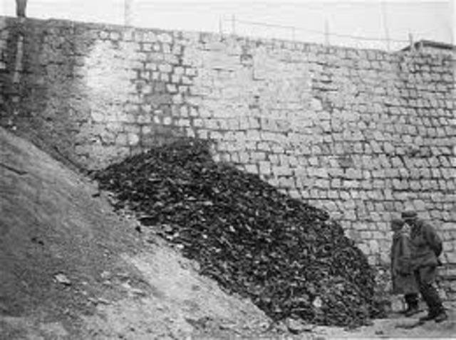 Ejército Rojo libera a los prisioneros del campo de concentración de Auschwitz.