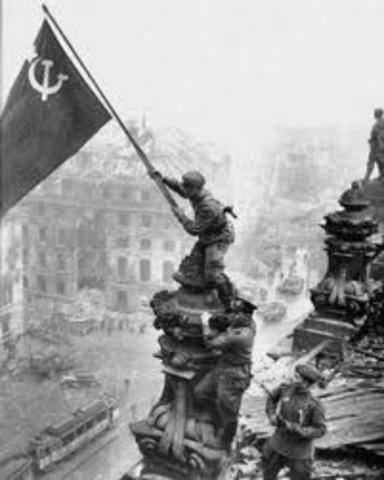 las tropas soviéticas inician la gran toma de Berlín.