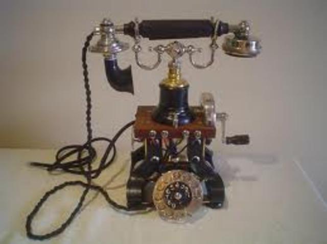 El teléfono.