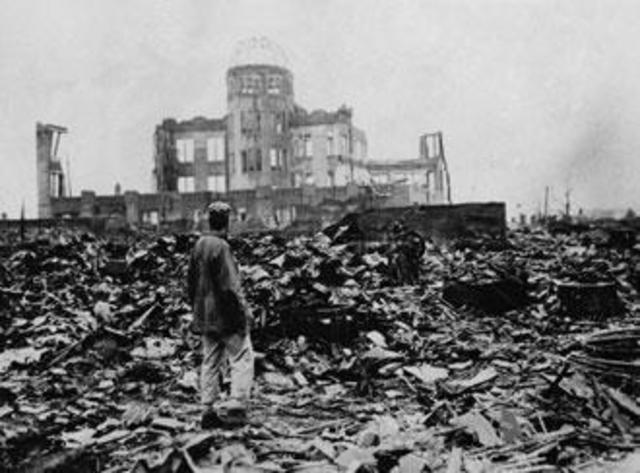 EEUU lanza las bombas nucleares sobre Hiroshima y Nagasaki