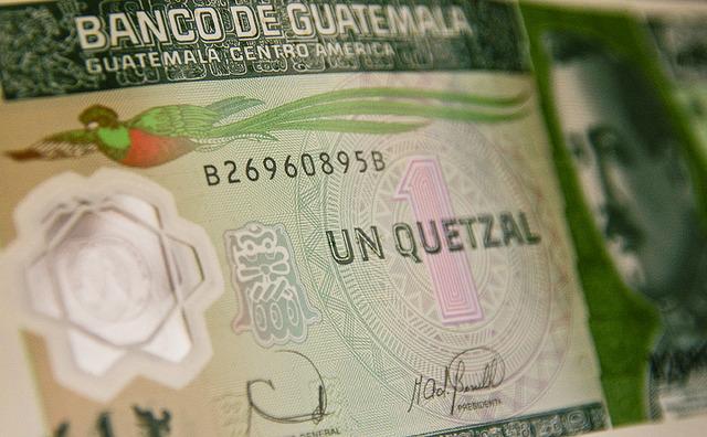 Aparicion del Quetzal (moneda).