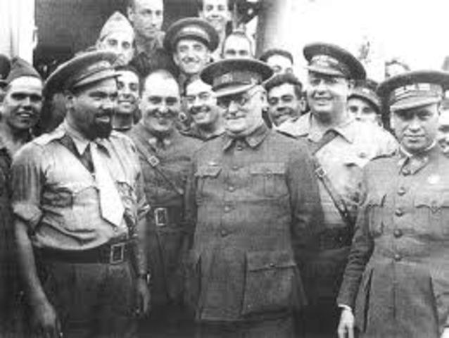 Manuel Azaña comienza la reforma del Ejército.